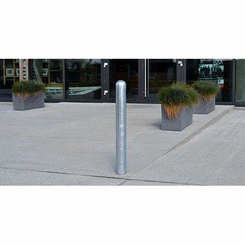 Pollare av galvaniserat stål för ingjutning eller utanpåliggande montage med rundad topp
